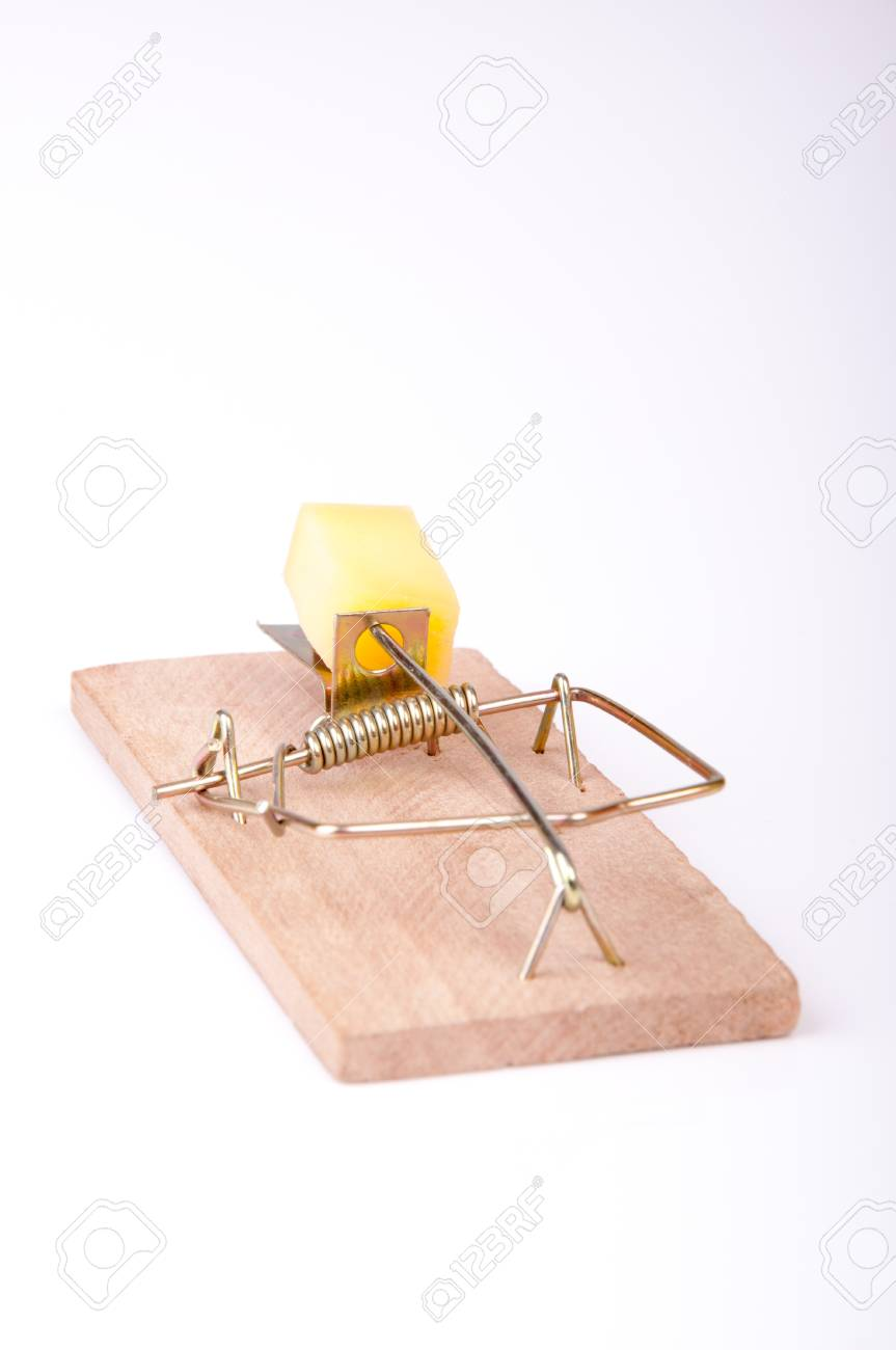 An image of mouse trap isolated on white Standard-Bild - 17611218