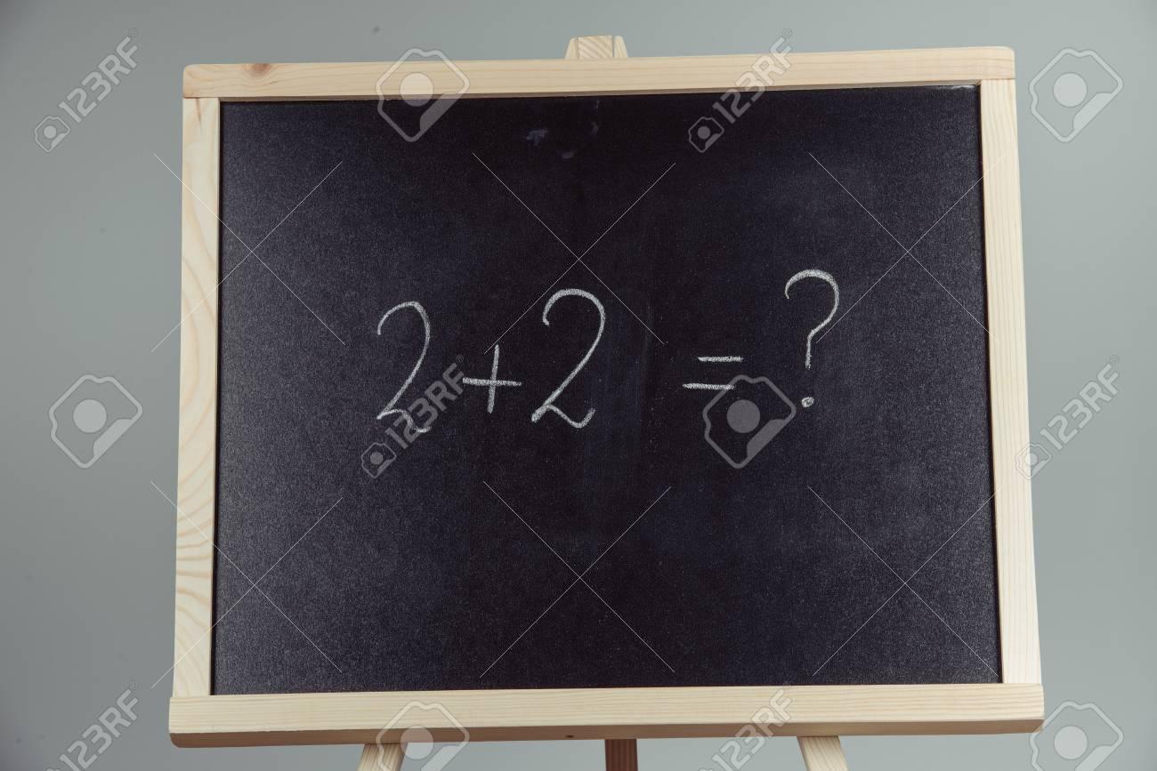 Math Exercice Ecrit Sur Le Tableau Noir Fond Gris Banque D Images Et Photos Libres De Droits Image 70019799
