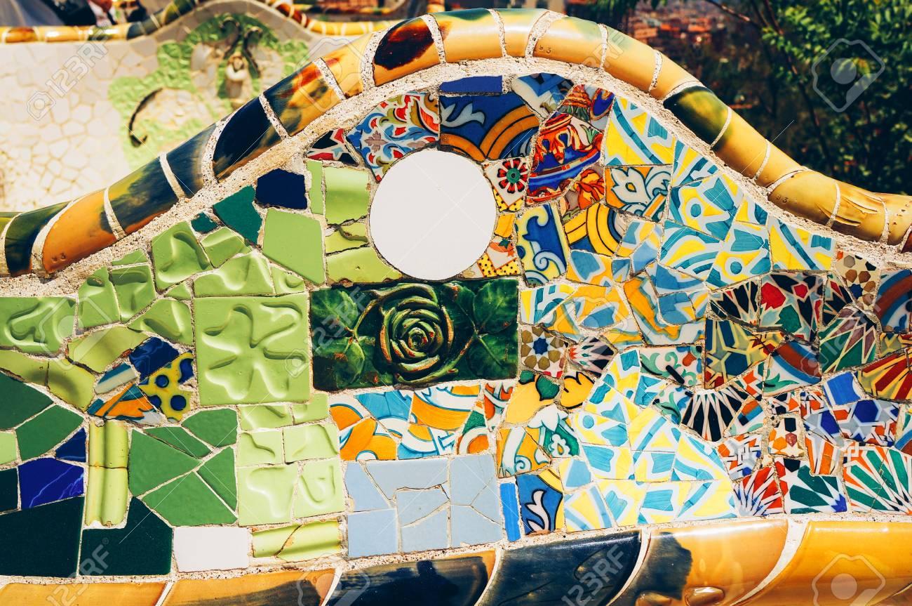 Immagini Stock Mosaico Su Una Panchina Nel Parco Guell Gaudi