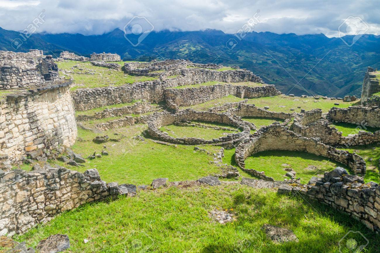 Ruins of round houses of Kuelap, ruined citadel city of Chachapoyas cloud forest culture in mountains of northern Peru. - 60041776