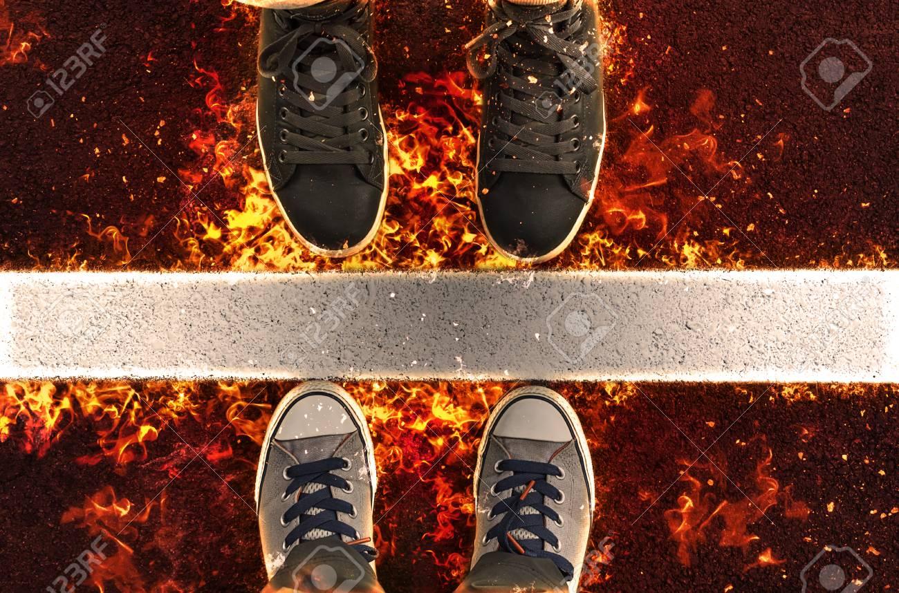 De A Fuego La Las Junto Líneas LlamasIlustración Blancas Pies Zapatillas En Calle DeportePie mv8N0ynwO