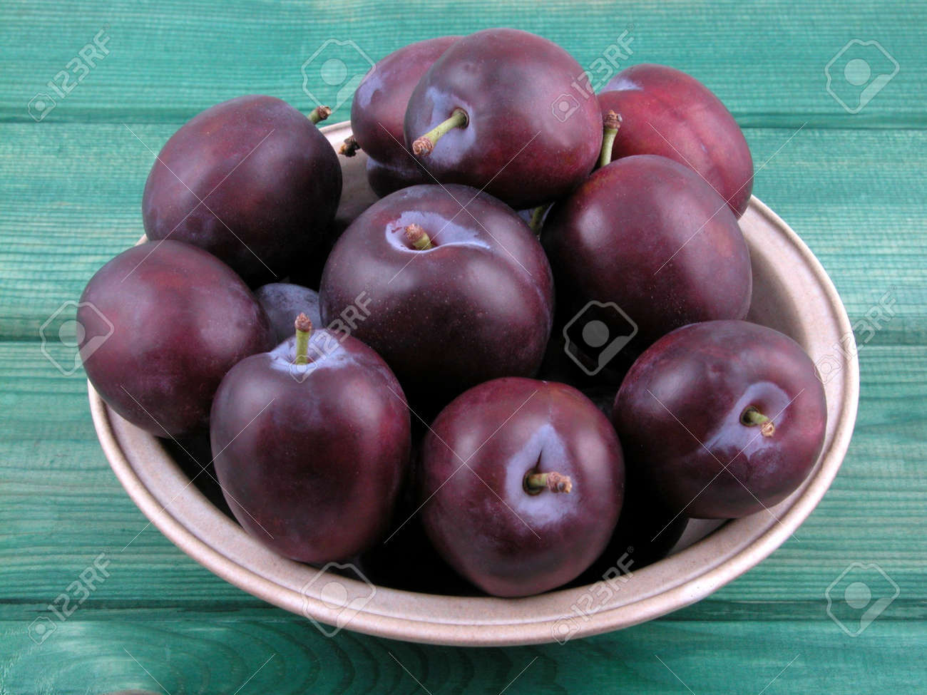 bowl full of fresh plums on green board Stock Photo - 473832