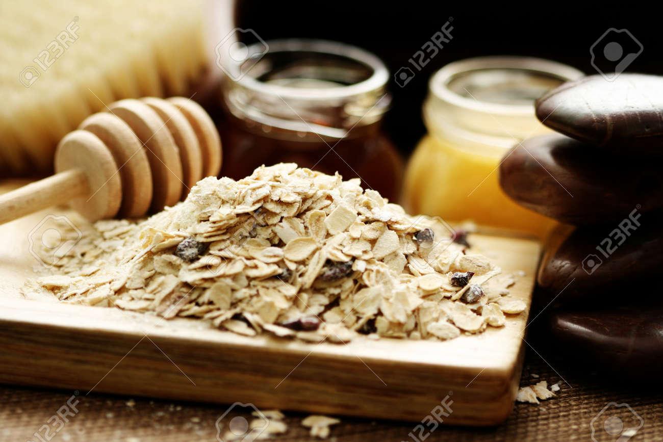 oatmeal and honey - beauty treatment Stock Photo - 4131792