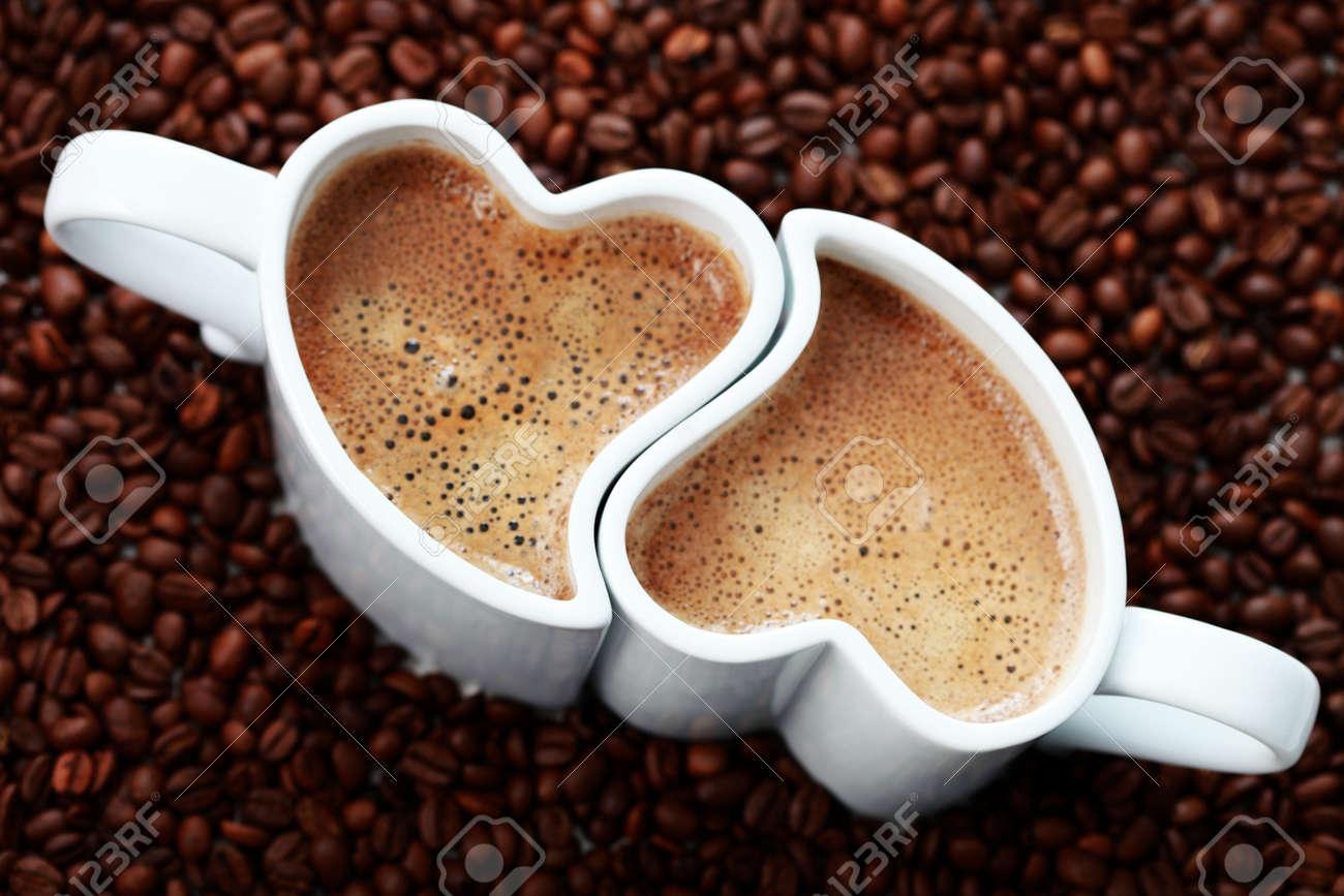 6876364 2 cups of coffee shape of heart and coffee beans coffee time Stock Photo - Hayallerinizi veya olmak istediğiniz yeri, anı anlatan bir resim paylaşın