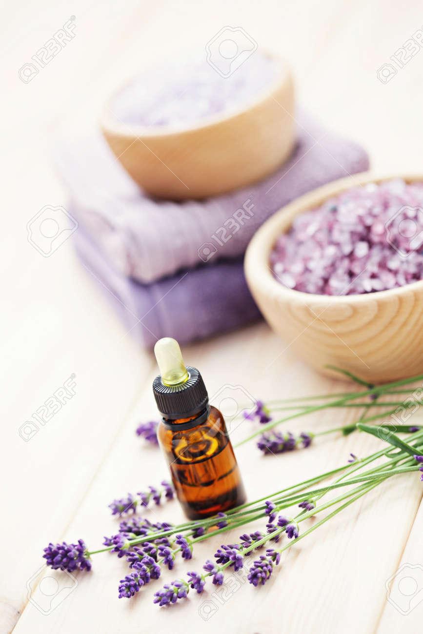 aromatherapy oil andbowl of lavender bath salt - beauty treatment Stock Photo - 15514851