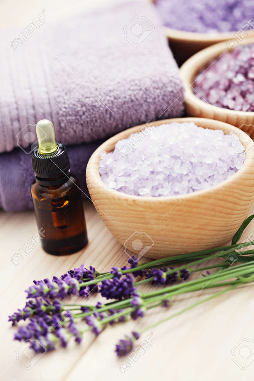 aromatherapy oil andbowl of lavender bath salt - beauty treatment Stock Photo - 15514894