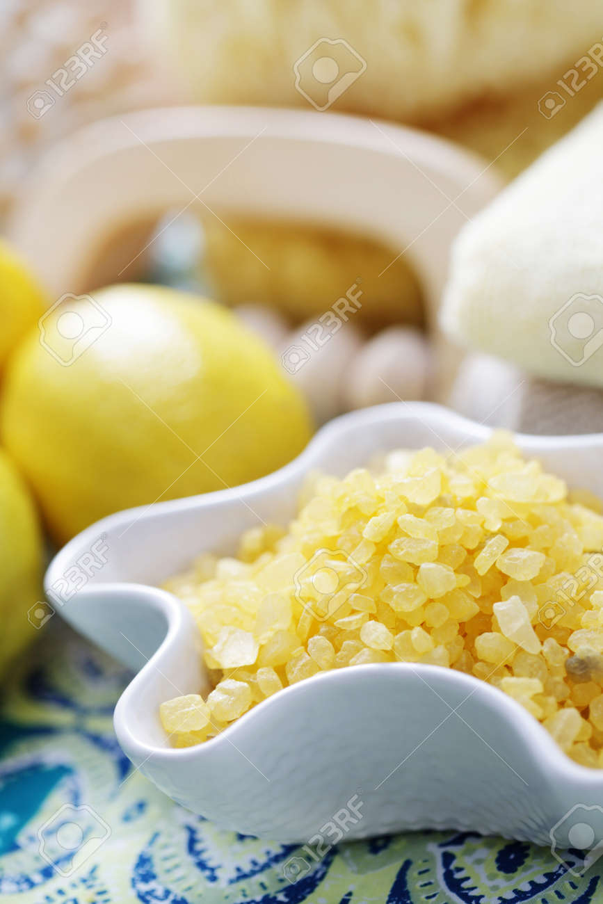 Limone Bagno Di Sale - Trattamento Di Bellezza Foto Royalty Free ...