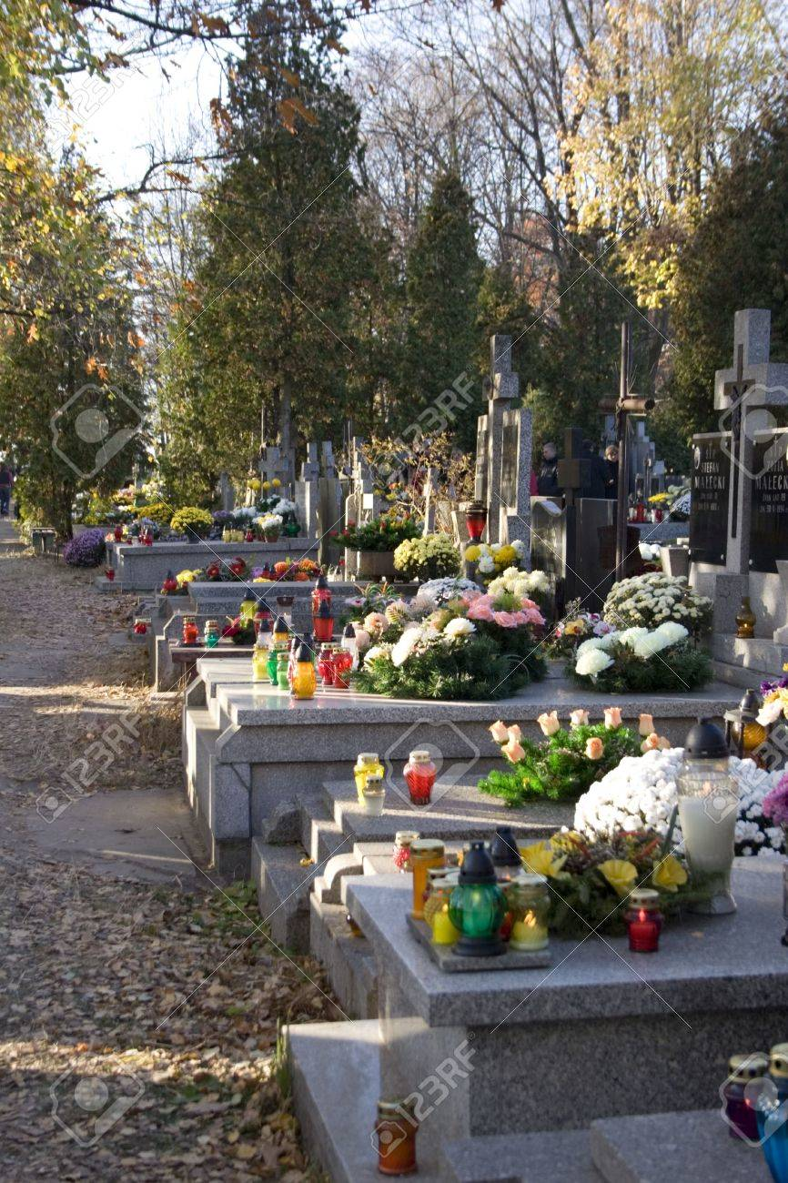 Decorated graves in All Saints Day, Poland Standard-Bild - 264787