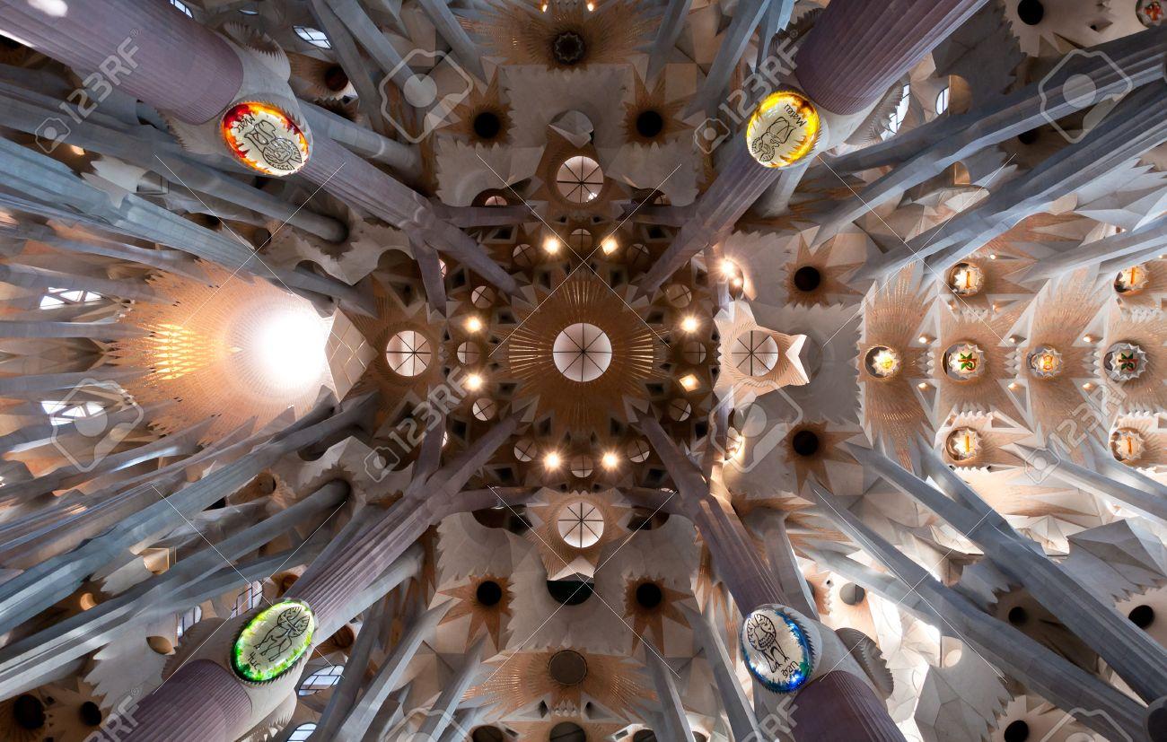 Sagrada Familia Masterpiece Architecture D\'intérieur Du Modernisme ...