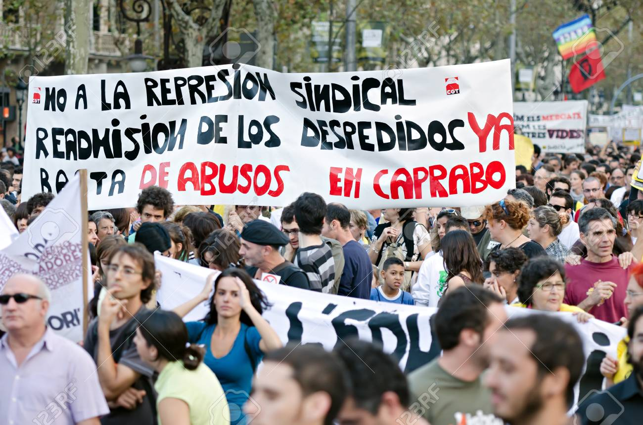 BARCELONA, SPAIN - OCTOBER 15: More than 200.000 of citizens mobilize against the alliance between politicians and the financial elites and for a global change on October 15, 2011 in Barcelona, Spain. Stock Photo - 11128344