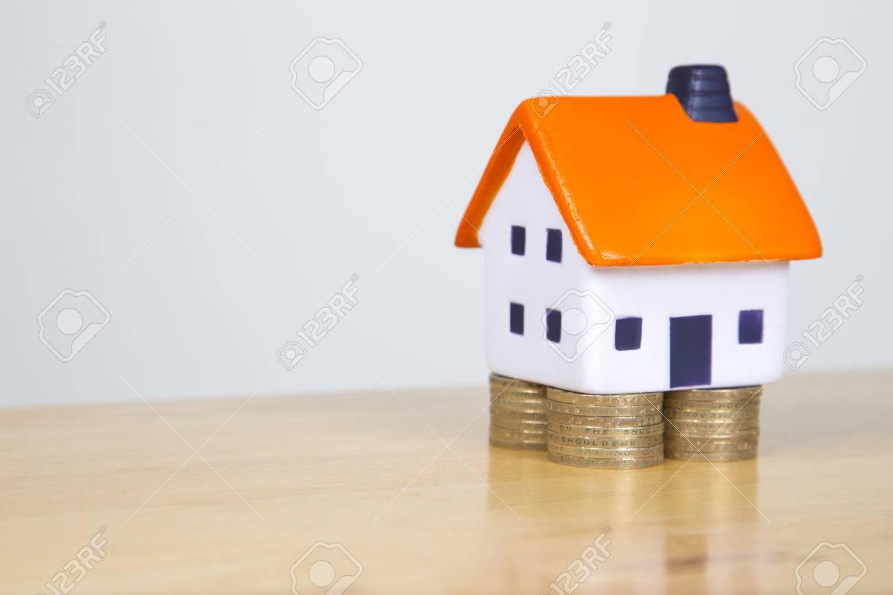 Foam Haus Stehen Auf Fundamenten Aus Zwei Pfund Münzen Immobilien