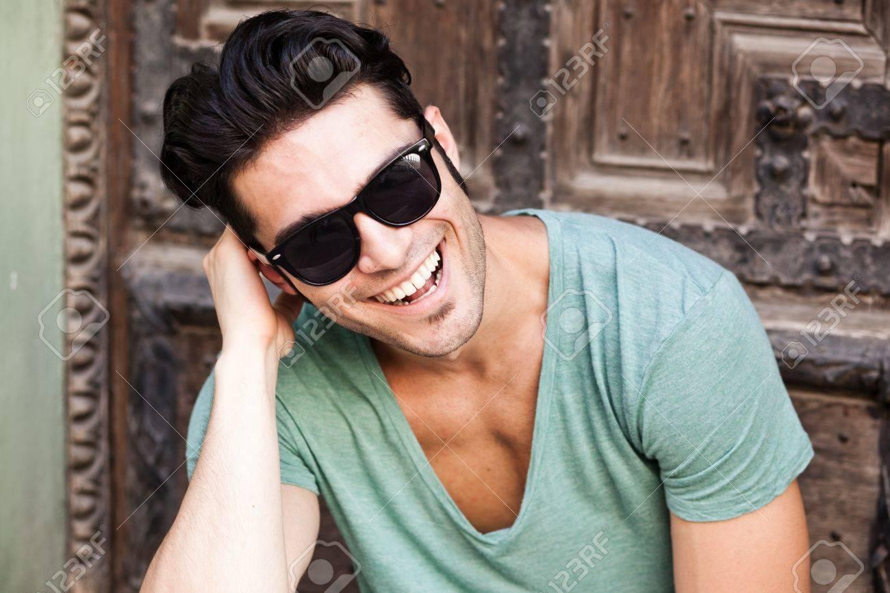 Фото парня в солнечных очках крупным планом 26 фотография