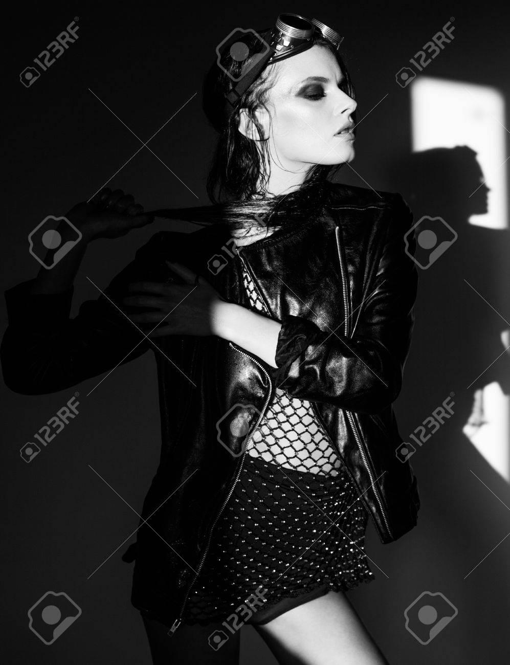 90b923700 Foto de archivo - Sexy vestido punky modelo de mujer