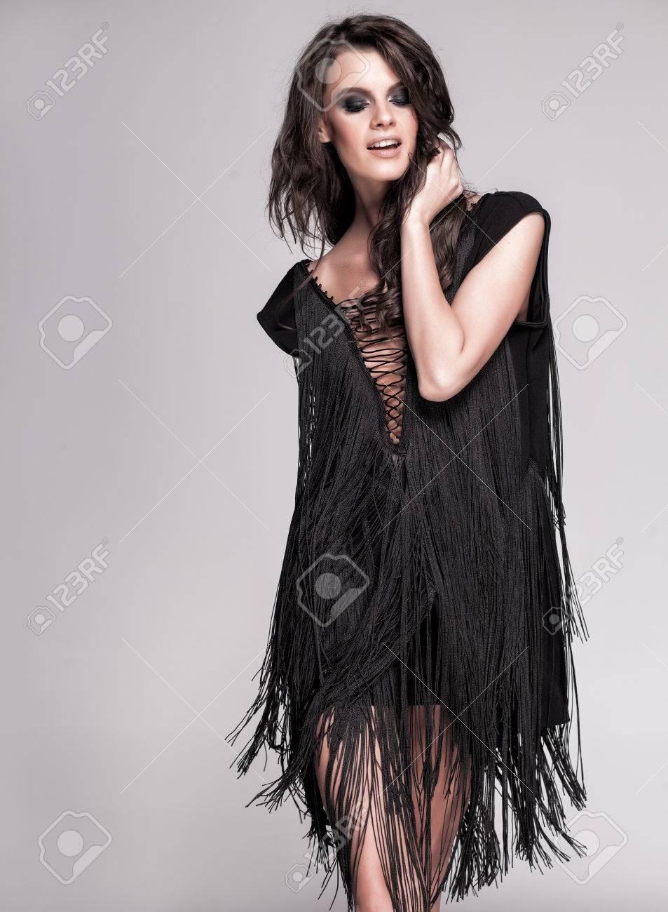 Robe Modèle Jambes Sexy Noire Et Avec En Posant Mince Femme Longues Hauts Talons De 0X8nOwPk