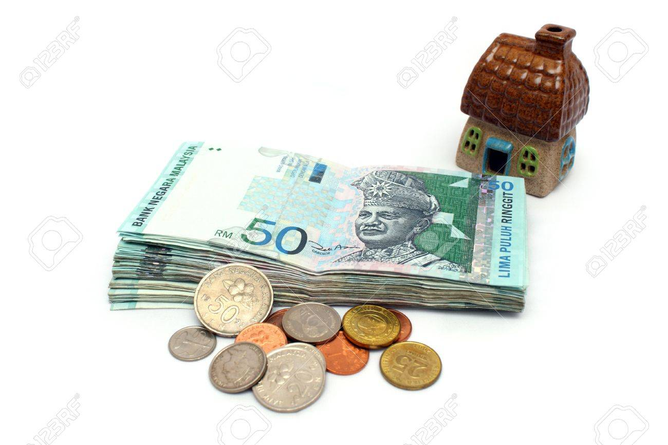 Malaysia banknote and mixed coins with a house. - 7526327