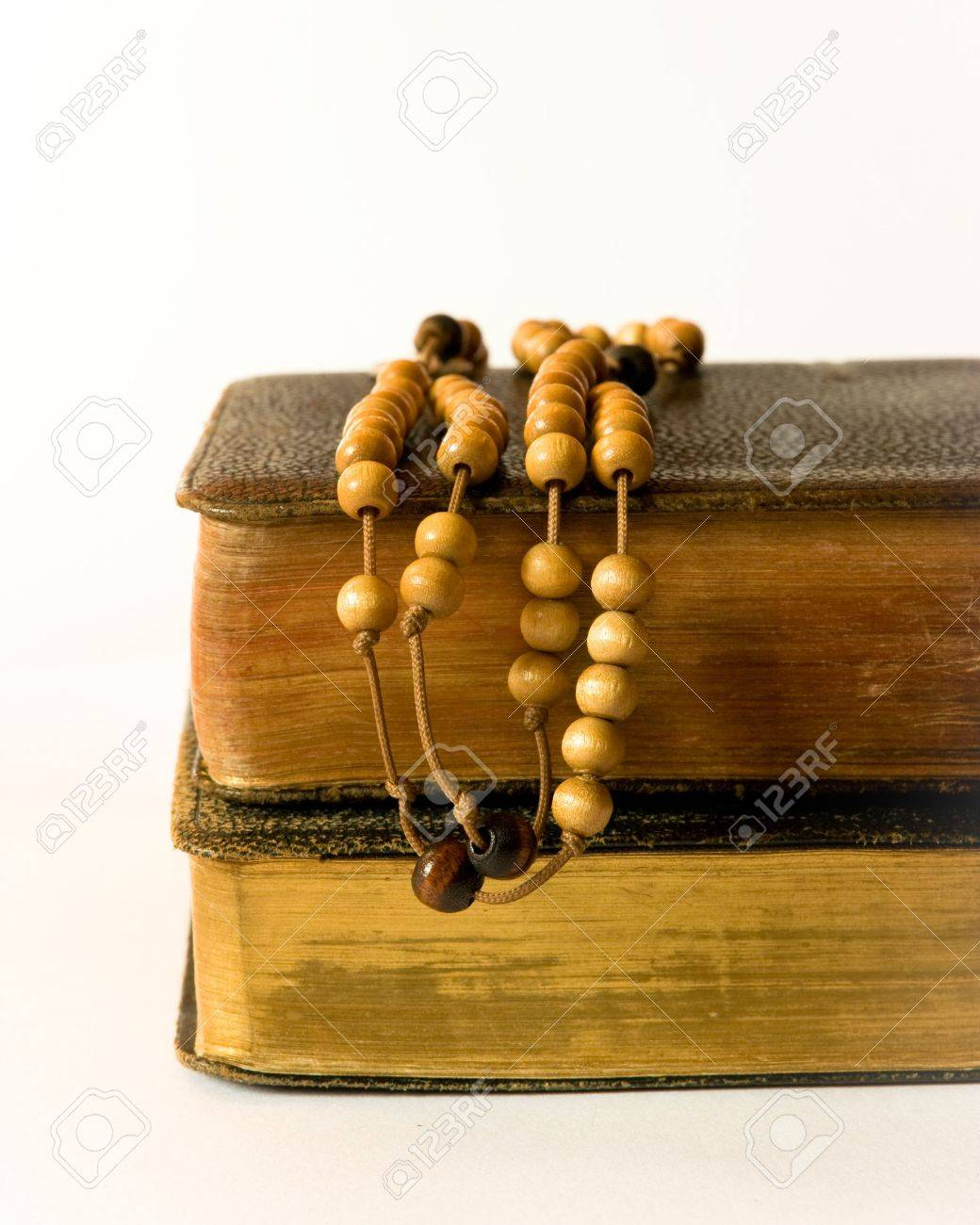 The book of Catholic Church liturgy and rosary beads - 7730336