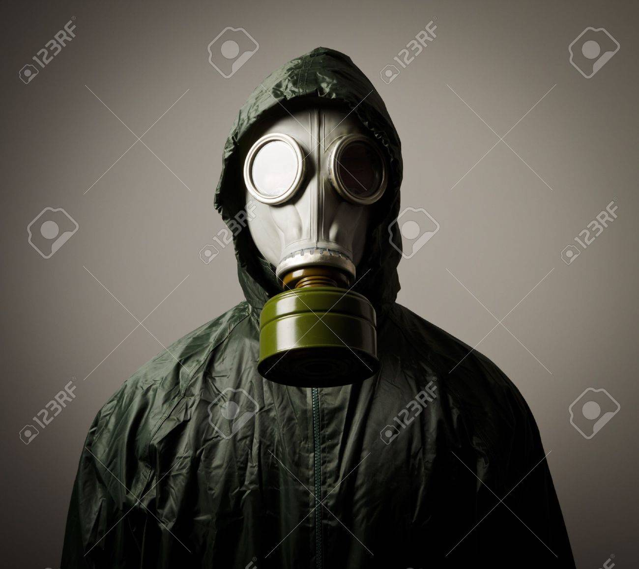 Man wearing a gas mask on his face - 20295779