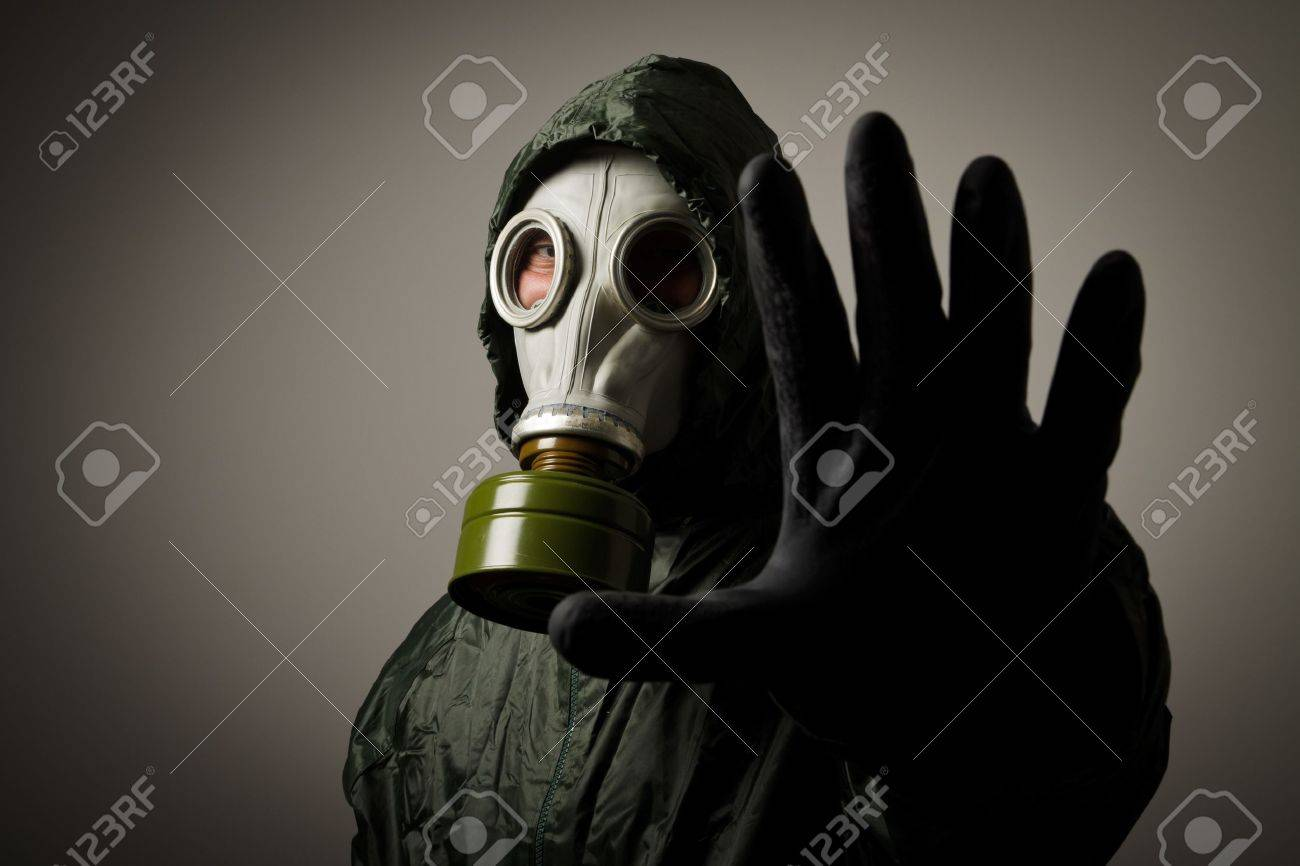 Man wearing a gas mask on his face - 21656264