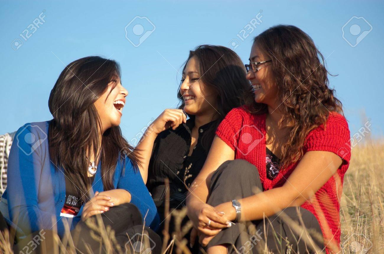 asian-girls-group-playboybunnys-splitternackt