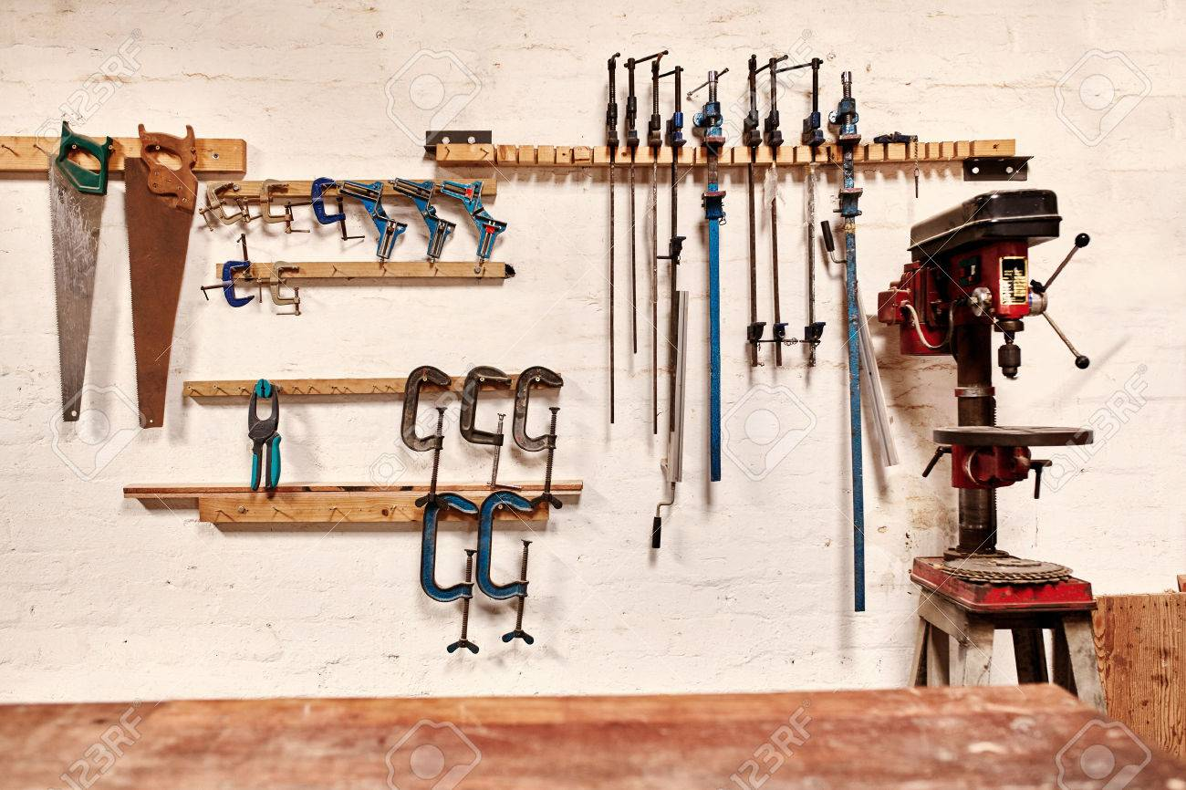 Mur Blanc Dun Atelier De Menuiserie Avec Des Outils Manuels