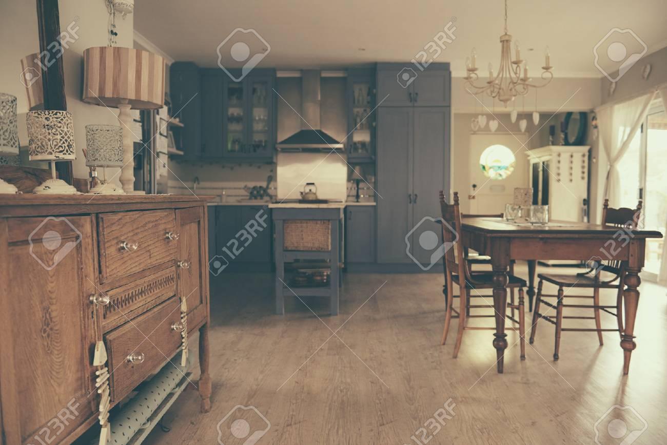 Essbereich Und Landhausstil Kuche Eines Hauses Lizenzfreie Fotos Bilder Und Stock Fotografie Image 91895941