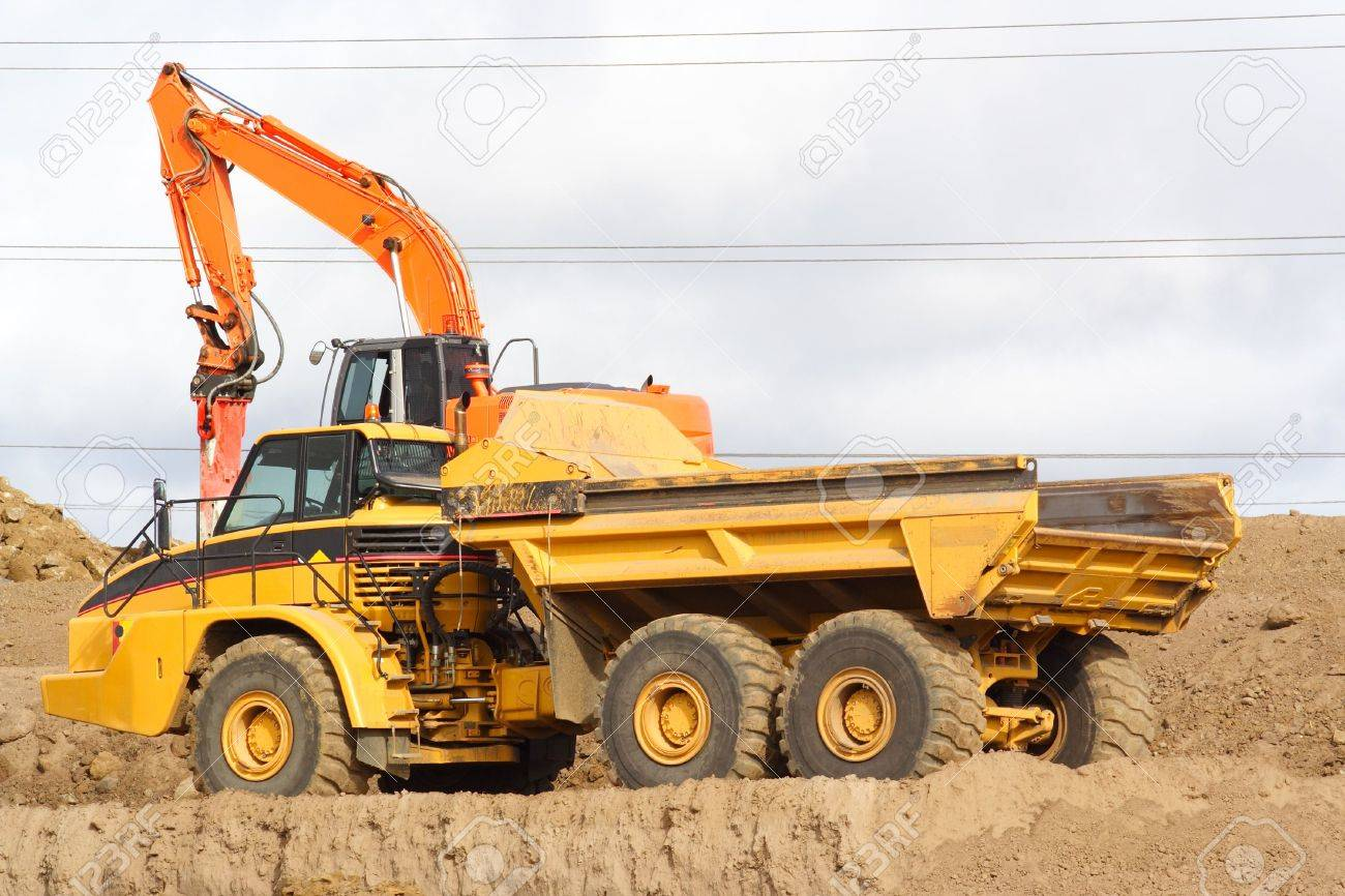 Big Dump Trucks >> Large Dump Truck