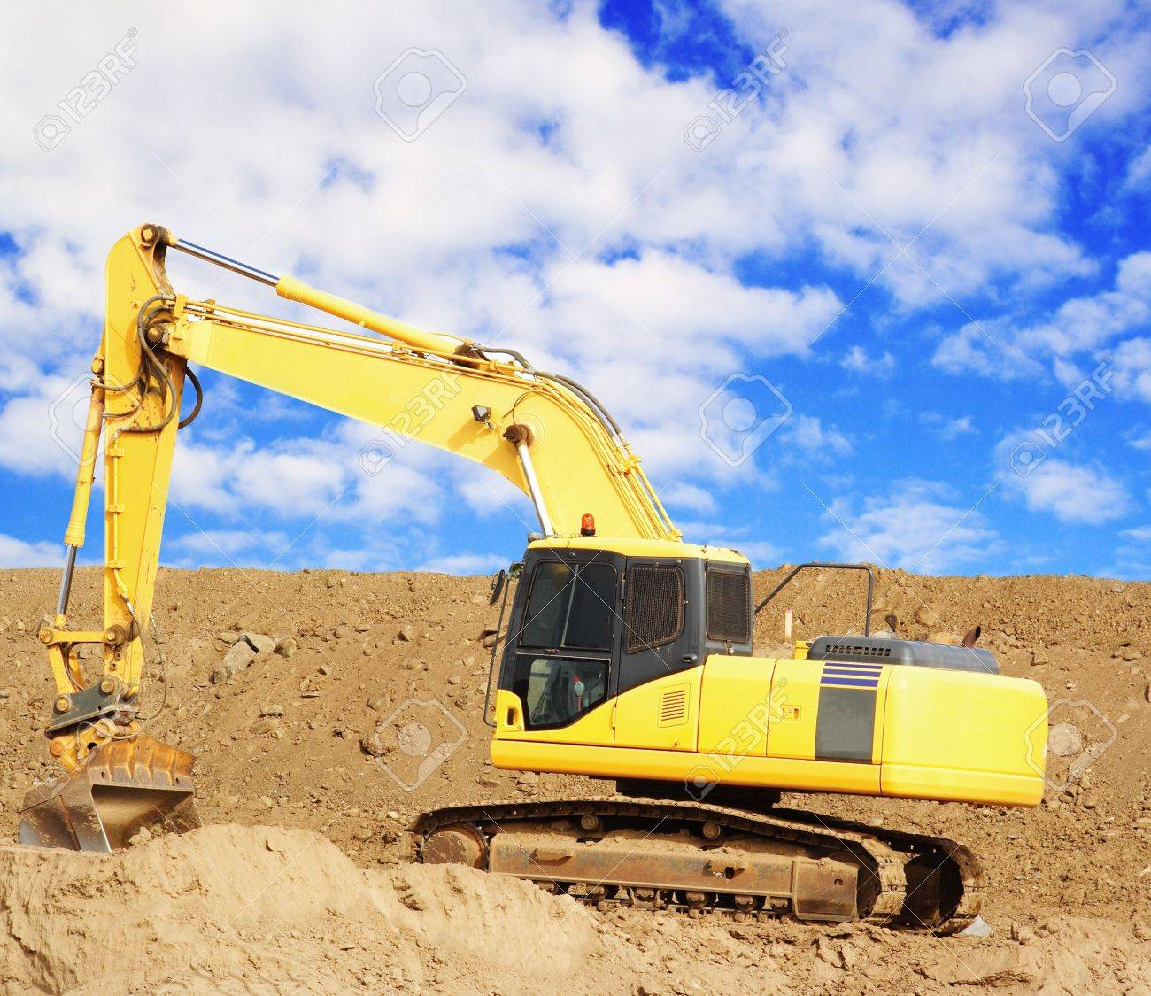 Earthmover in Quarry Stock Photo - 3765945