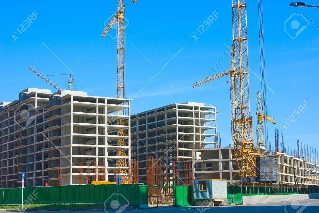 Territory of building with skeletons of buildings - 7009279