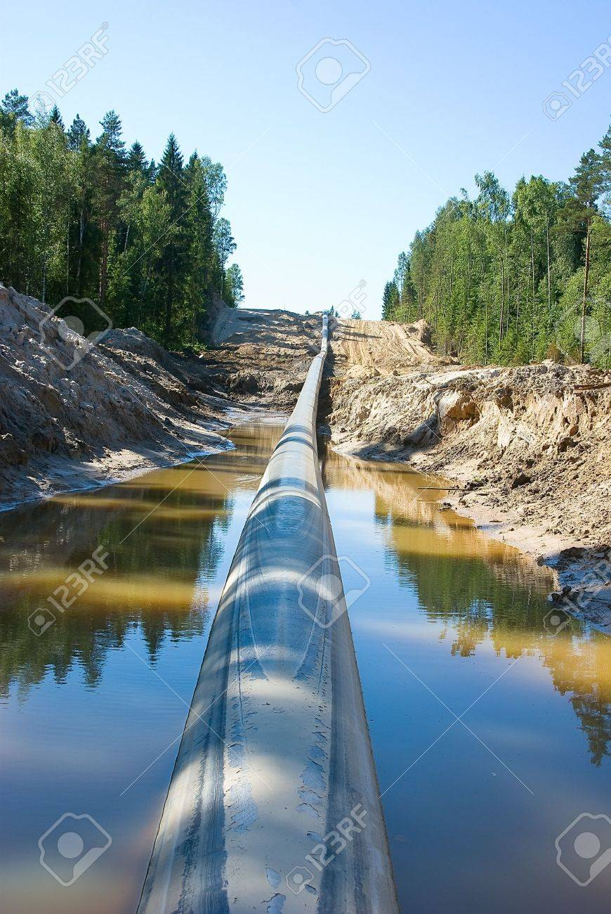 Lining of the long pipeline on a countryside - 7332022