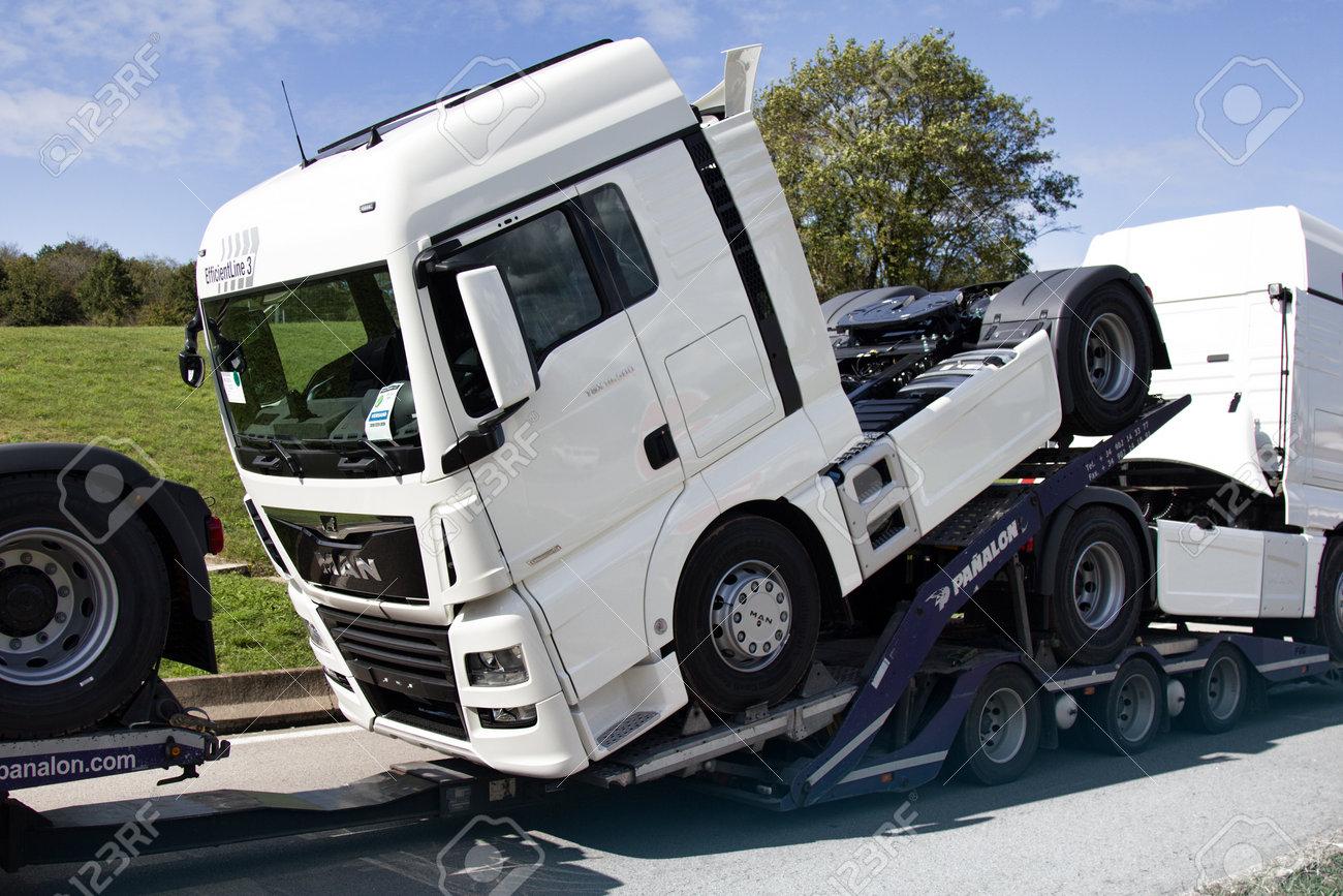 Car Hauling Jobs >> Dijon France September 15 2017 Haulaway Loaded Same Truck