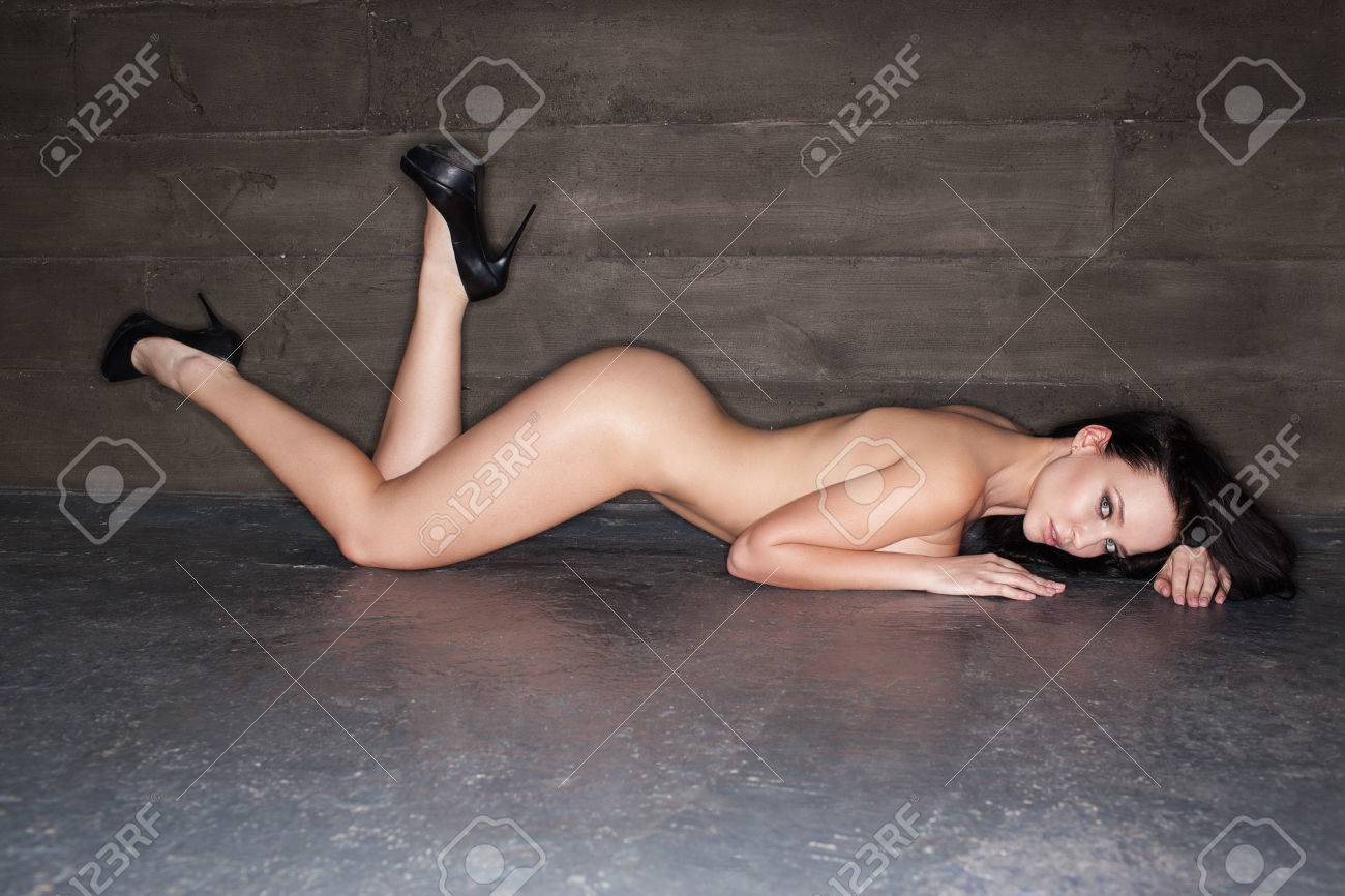 Nackt hübsche frau