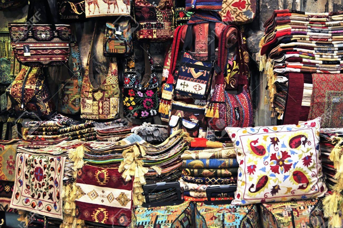 Le Bazar Est Un Centre Commercial Près De 550 Ans Il Ya Environ 3500  Magasins, 64 Rues Et 22 Portes D entrée Le Bazar Offre Tout Ce Que Votre  Coeur Begehrt ... 57ba8213f3a