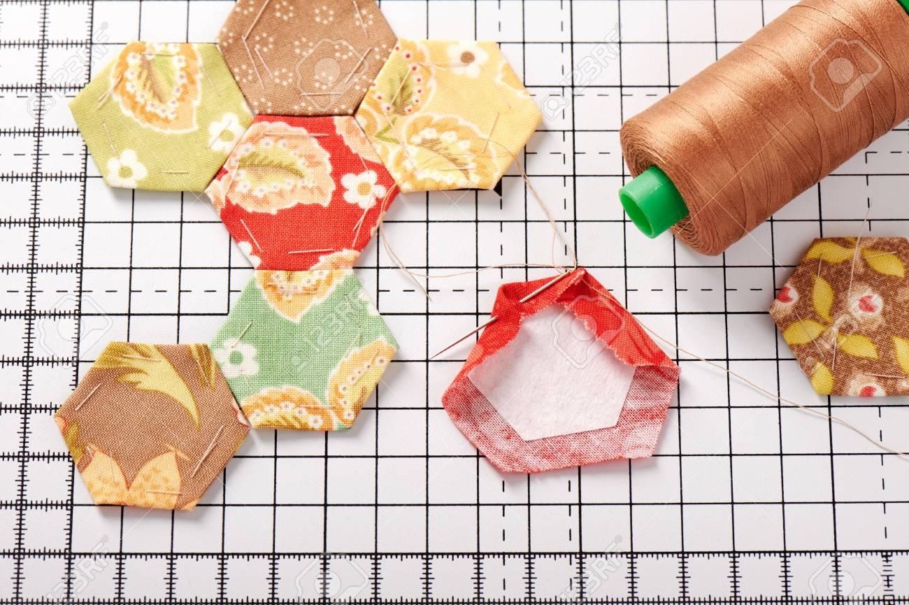 Hechos Hexagonales De Papel Inglés En Alfombra Blanca Artesanal