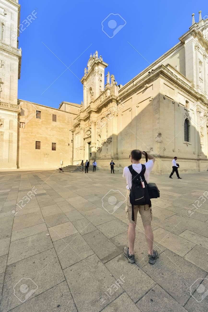Lecce - tourists in Piazza Duomo Stock Photo - 15249226