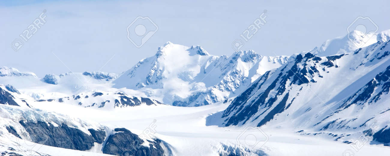 Snowy mountain tops in Alaska Stock Photo - 1186977