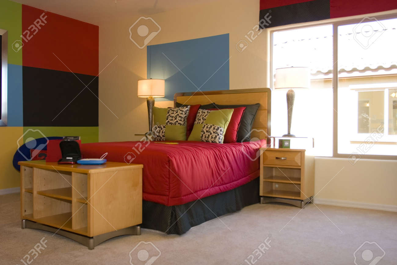 Moderne Geschmackvoll Eingerichtete Zimmer Für Einen Teenager ...