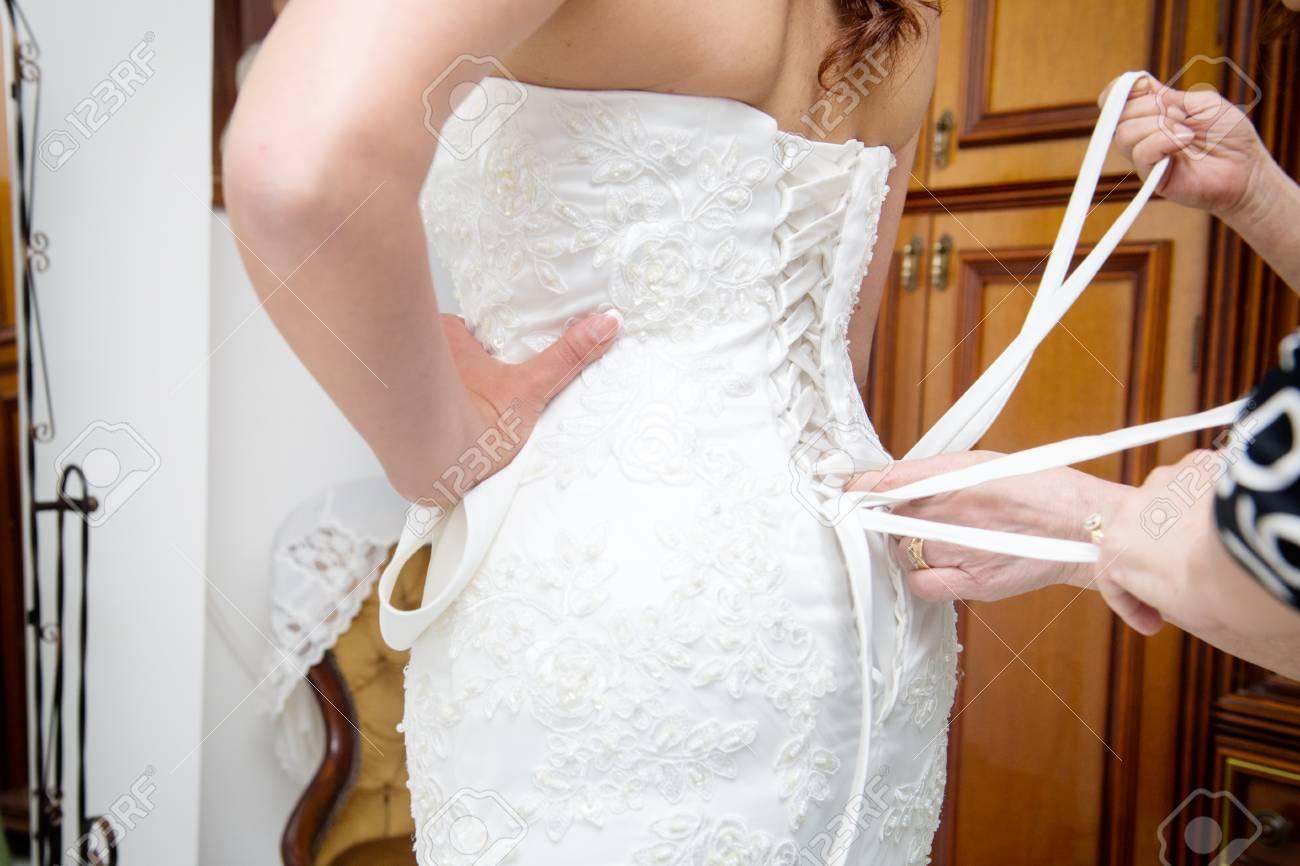 Knoten Im Hochzeitskleid In Den Rücken Lizenzfreie Fotos, Bilder Und ...