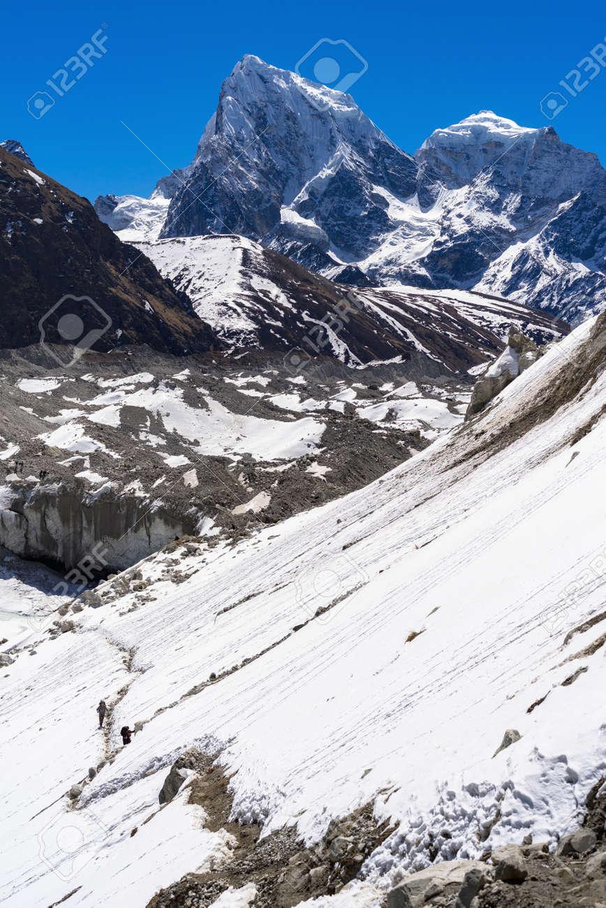 Beautiful landscape of Himalayas mountains. Everest Base Camp trek. Way from Gokyo to Dragnag. - 165121935