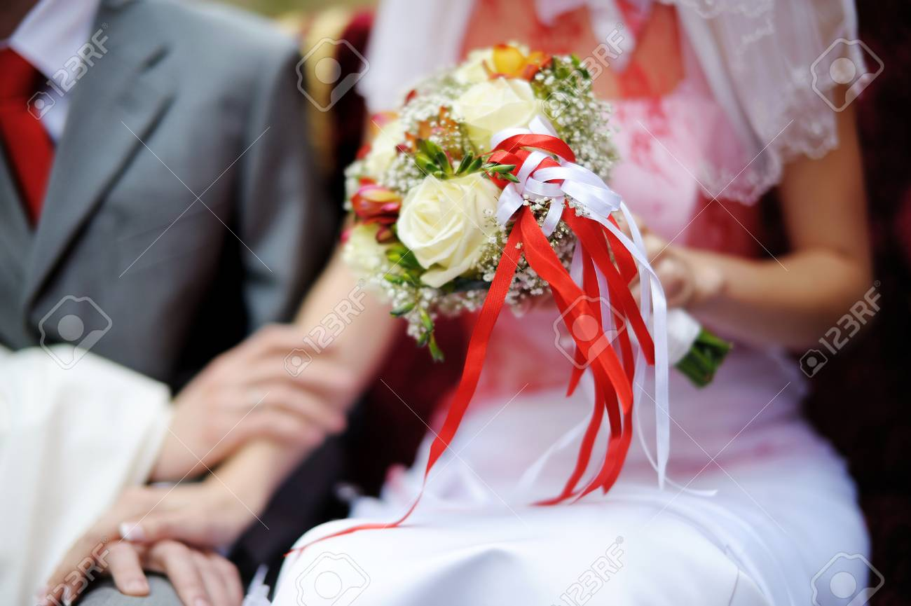 Bride holding white and red wedding flowers bouquet stock photo bride holding white and red wedding flowers bouquet stock photo 39411409 mightylinksfo