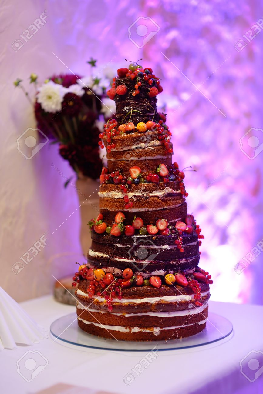 Kostliche Schokolade Hochzeitstorte Dekoriert Mit Fruchten Und
