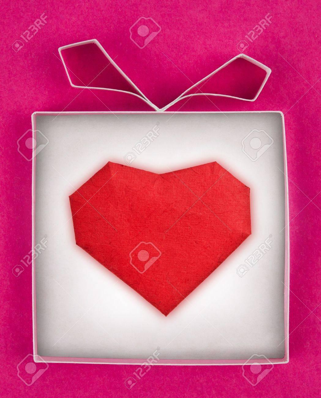 Handgemachte Geschenk-Box Mit Herz Im Inneren, Strukturiertes Papier ...