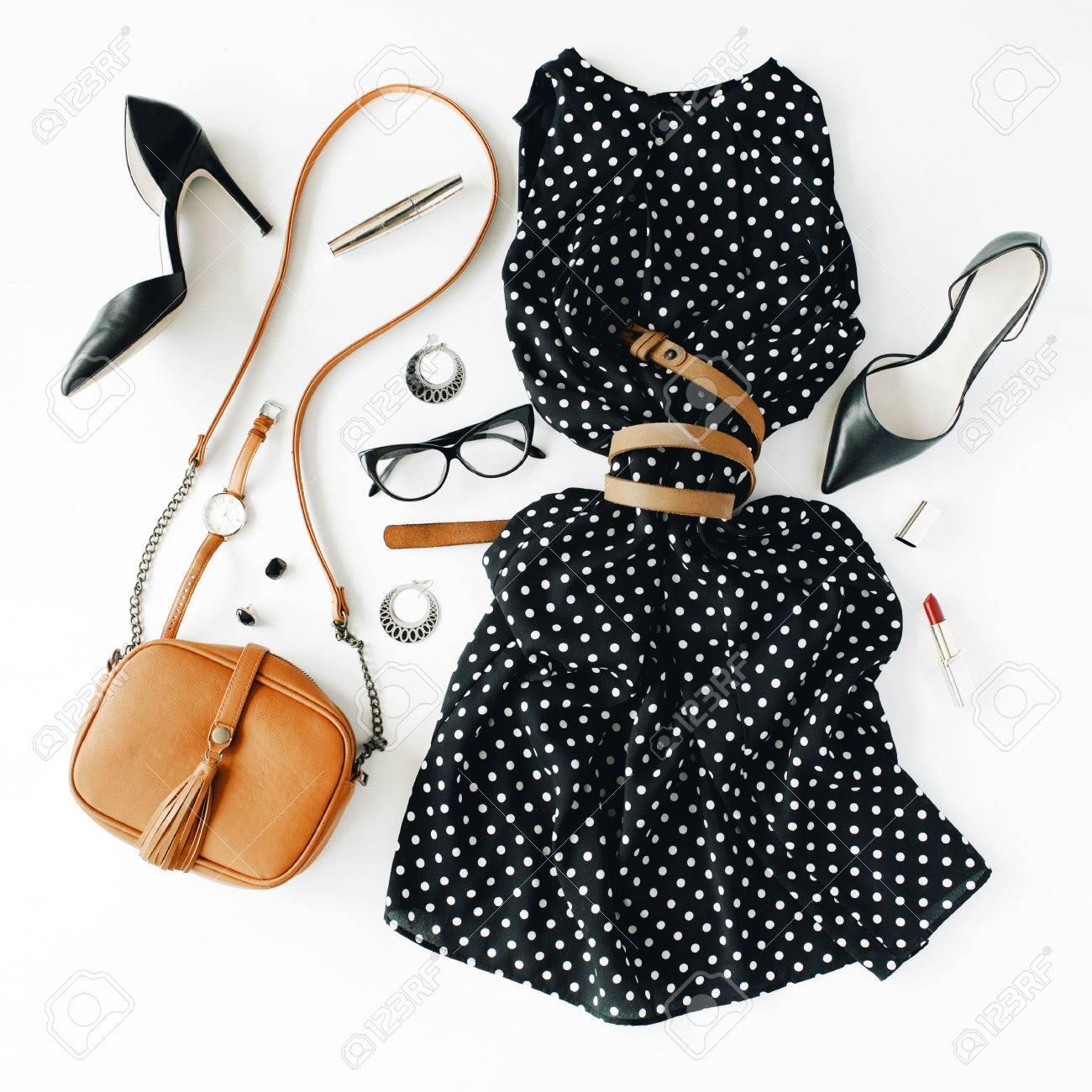 Planas Ropa Y Accesorios Feminini Laicos Collage Con Vestido Negro Gafas Zapatos De Tacón Alto Bolso Reloj Máscara De Pestañas Lápiz De Labios