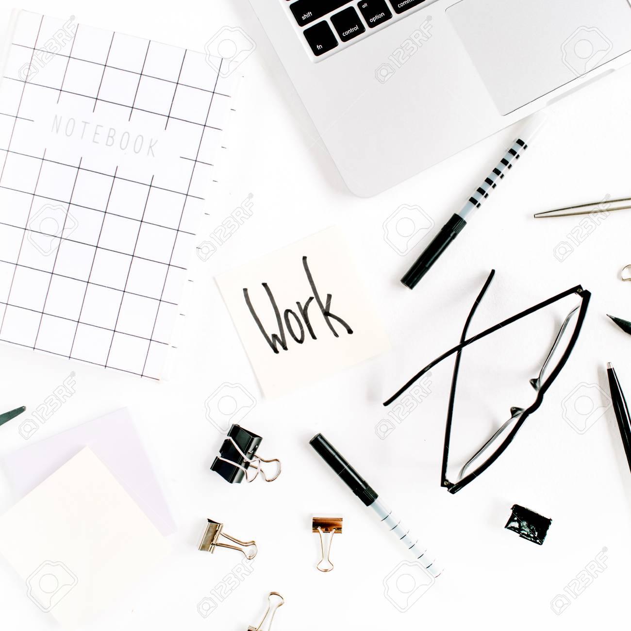 Blanco Marco De Escritorio De Oficina Con La Palabra Trabajo Y ...
