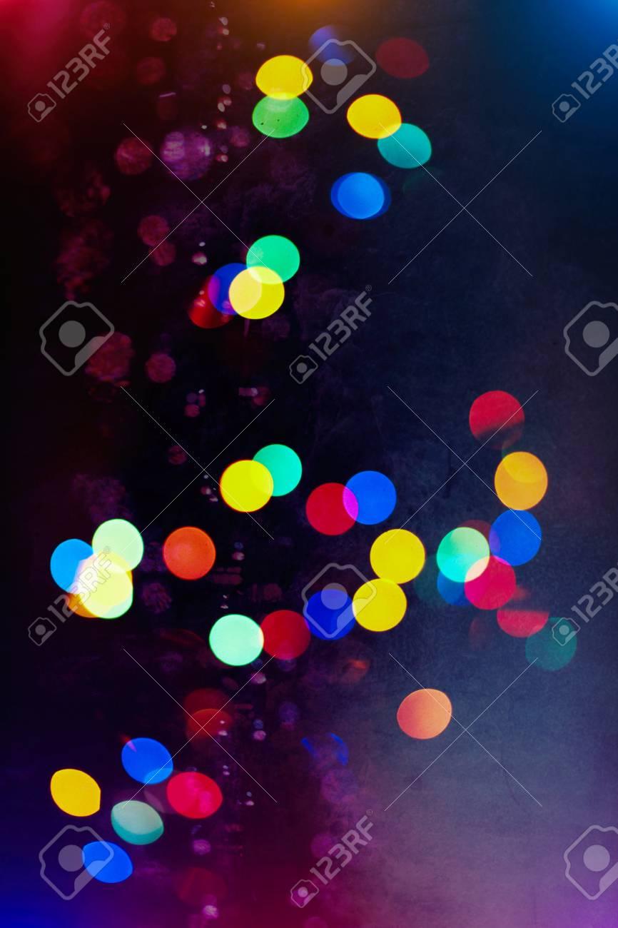 抽象と銀きらびやかな輝き球根ライトの背景 ぼかしクリスマス壁紙の