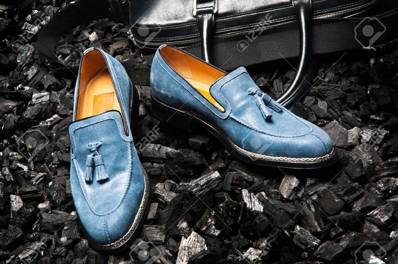 Kleding Schoenen.Close Up Van De Stijlvolle En Elegante Blauw Of Blauwe Suede Mannen