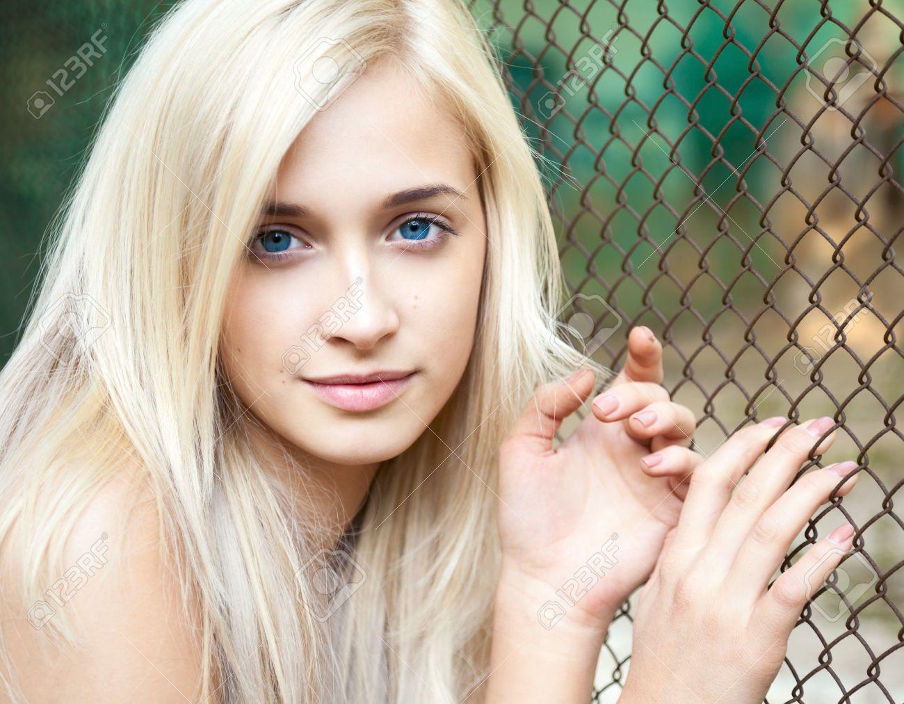 Фото девушек блондинка с большими глазами 2 фотография