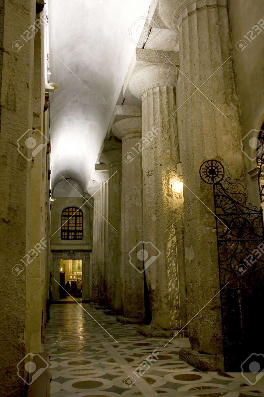 Ancient greek temple interior - This Is A Interior Of The Syracuse Cathedral Visible The Ancient Columns Of The Old