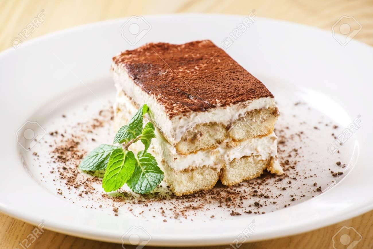 tiramisu cake - 51442517