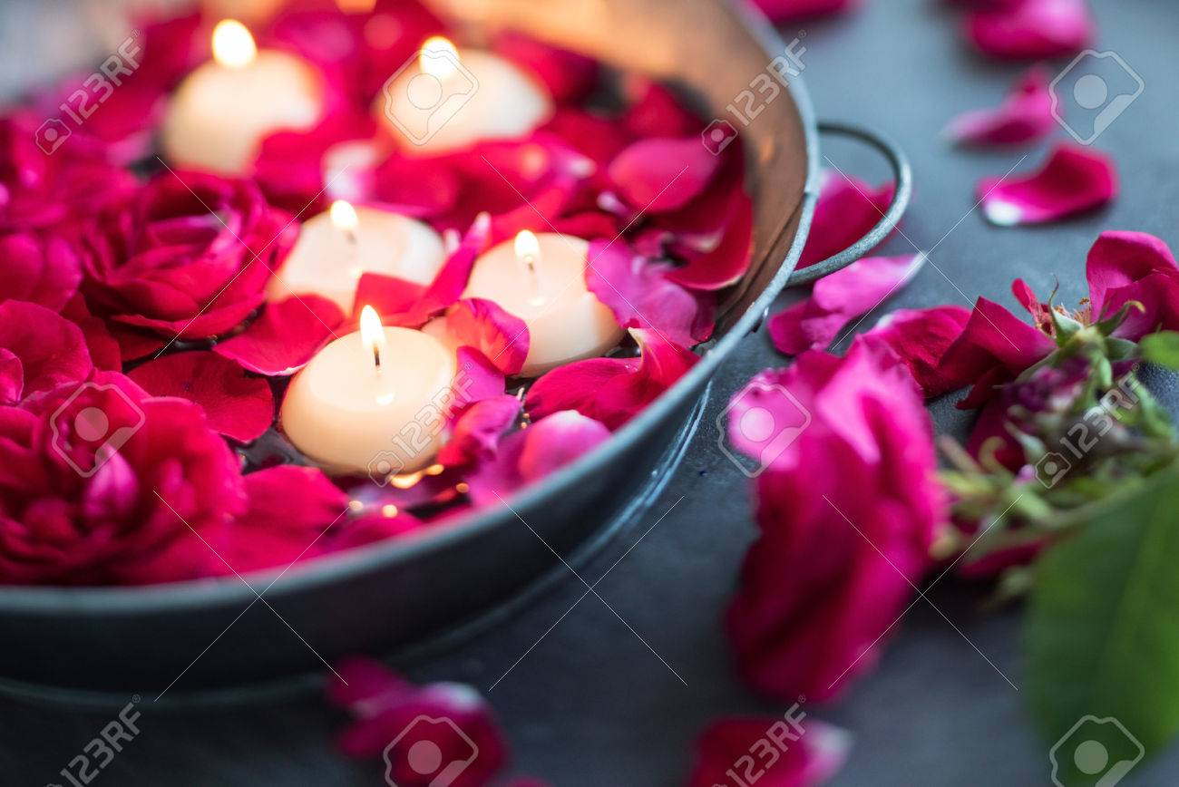 red roses and candles - 51739953