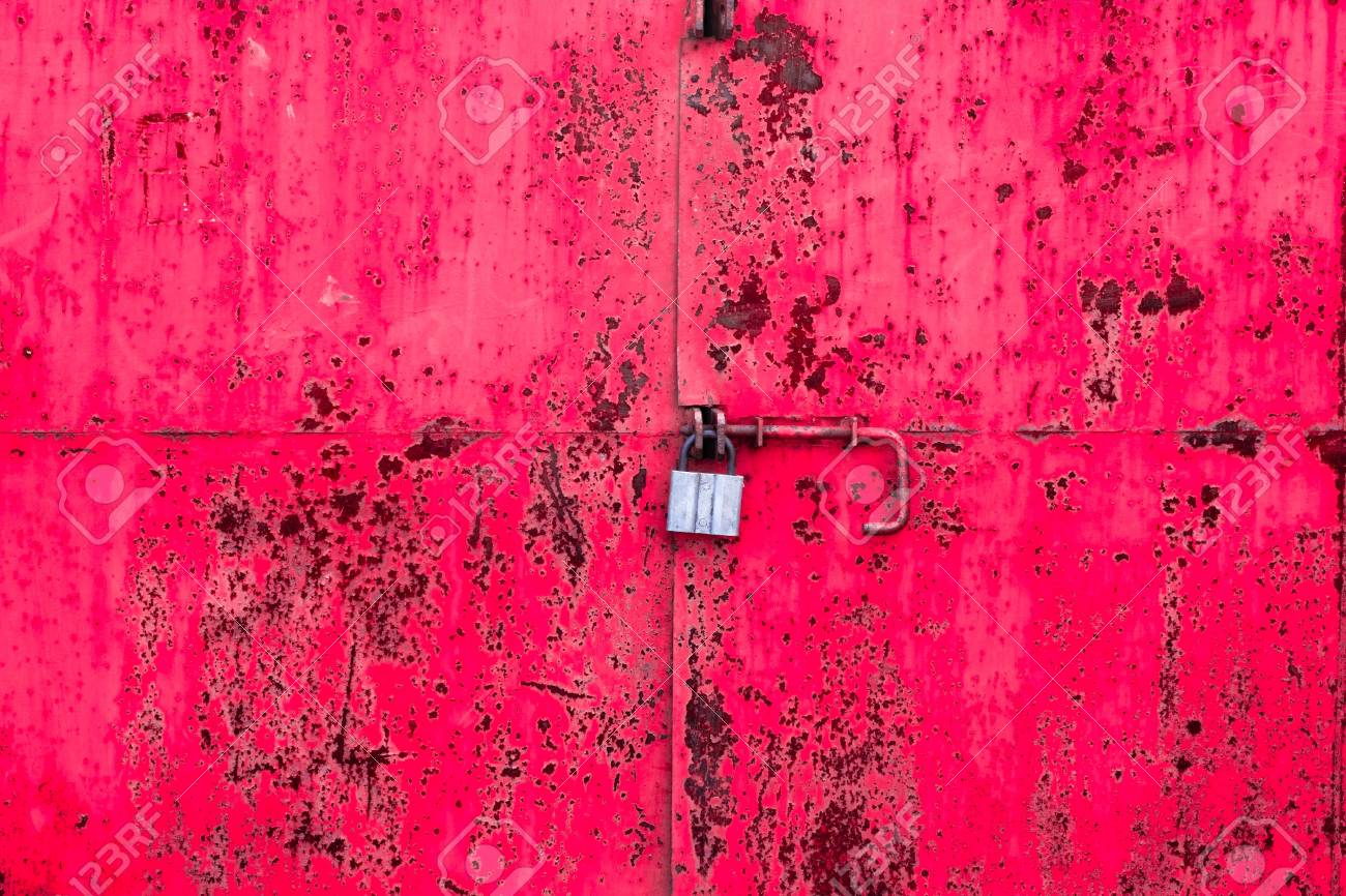 red old padlock on the iron texture Stock Photo - 16861707